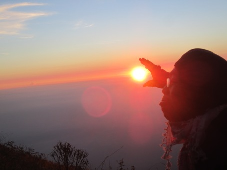 10. mencaplok_matahari